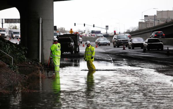 灣區小雨造成東灣7個城市停電