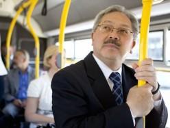 李市長與大眾一起擠火車進城