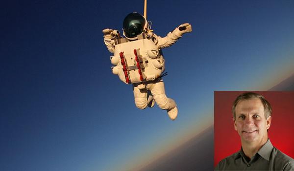 平流層頂跳傘 谷歌主管破紀錄