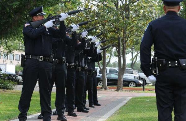 周五:加州警察悲傷日 兩名警員被殺