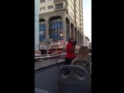 舊金山巴士導遊在中國城咆哮種族偏見