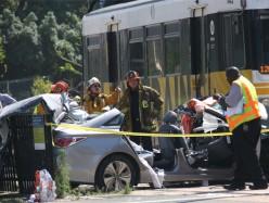 洛杉磯列車撞上兩輛汽車 21人受傷