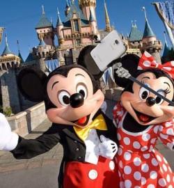 迪士尼週二起禁用自拍杆