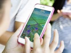 旁若無人埋頭玩Pokemon Go  女子手機華埠被搶