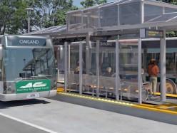 東灣第一條公車快捷道在International Blvd.破土