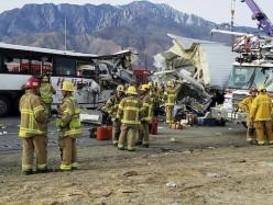 南加州发生旅遊大巴慘烈車禍 13人死31人傷