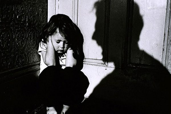 加州Perris一對夫婦囚禁自己13個孩子