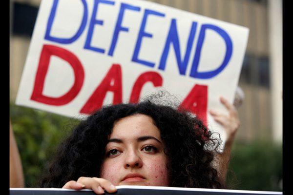 聯邦政府恢復接受DACA資格續期申請
