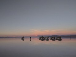 世界最大鹽湖「烏尤尼鹽沼」有天空之鏡夢幻美景